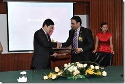 Mr_Khalid_Al_Mansouri_right_and_Mr_Robert_Yang_left_jpg